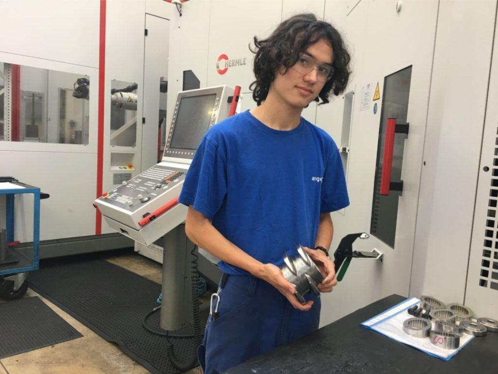 安通和他製作的零件